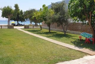 bayside-lefkada-facilities-garden-03